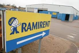 ex-te el installerar elbilsladdare på Ramirent